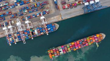U.S. trade gap rises to $49.4 billion in April