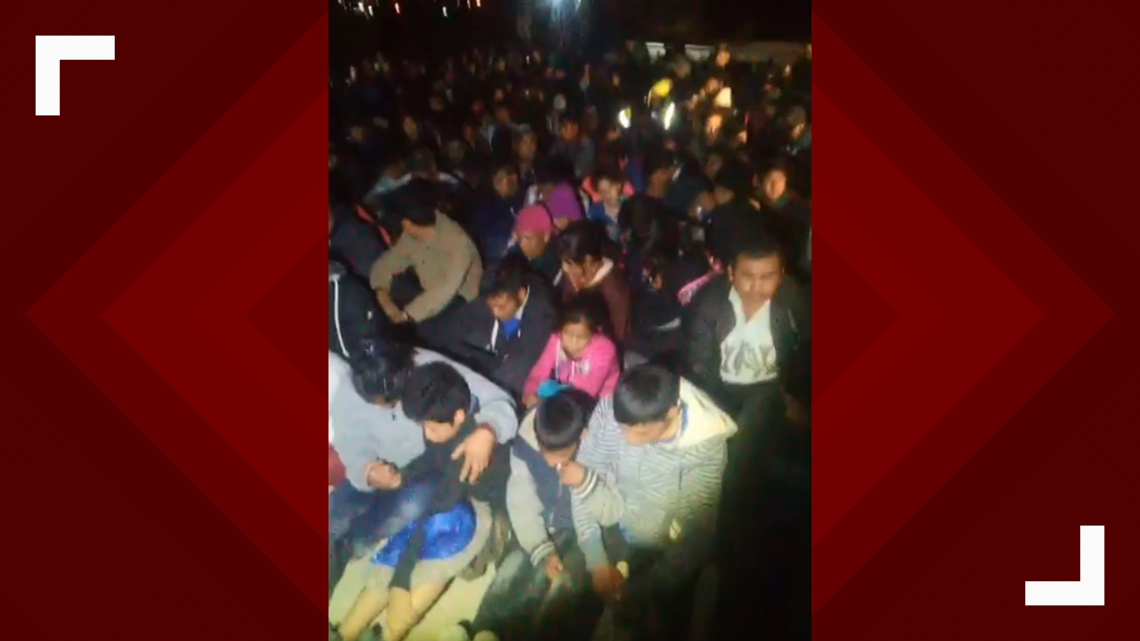 Video: Hundreds of asylum seekers surrender to armed civilians at New Mexico border