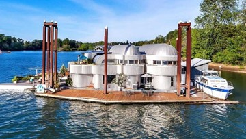 Iconic Portland floating home on the market for just under $1 million