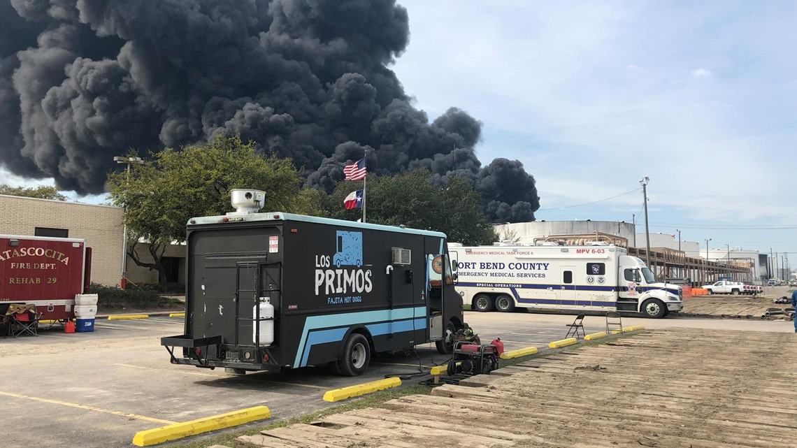 'I'm not gonna let these guys eat cold pizza': Food trucks feed emergency crews at Deer Park fire