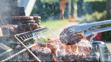 TIPS: Keeping food safe  while eating outdoors