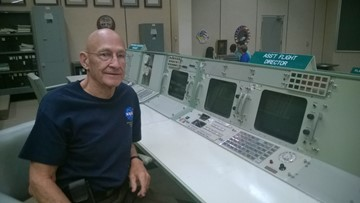 Apollo 11 asst. flight controller remembers moonwalk from inside Mission Control