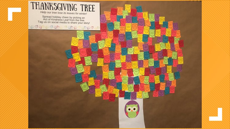 Totally East Texas: Thanksgiving Tree dropping its leaves, one act of kindness at a time