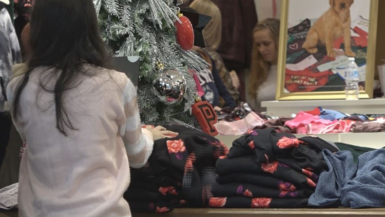Millions wrap up last-minute holiday shopping