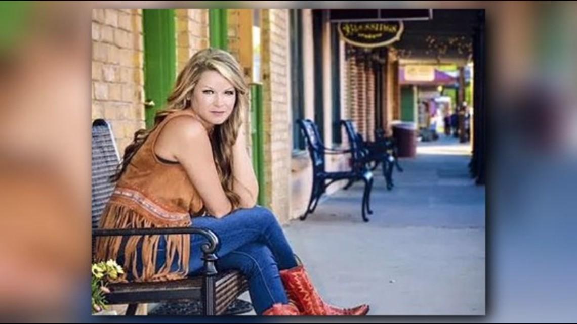 MUSIC MONDAY: Sarah Hobbs