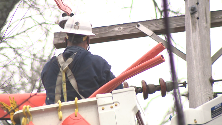 Electricity crews prep for severe weather