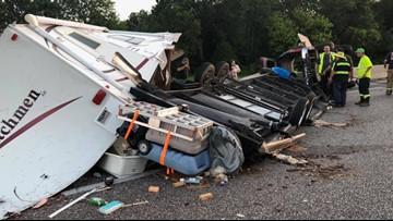 I- 20 eastbound shut down in Van Zandt County as  crews work the scene of wreck