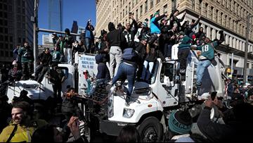 Philadelphia, Eagles fans celebrate 1st Super Bowl title with parade