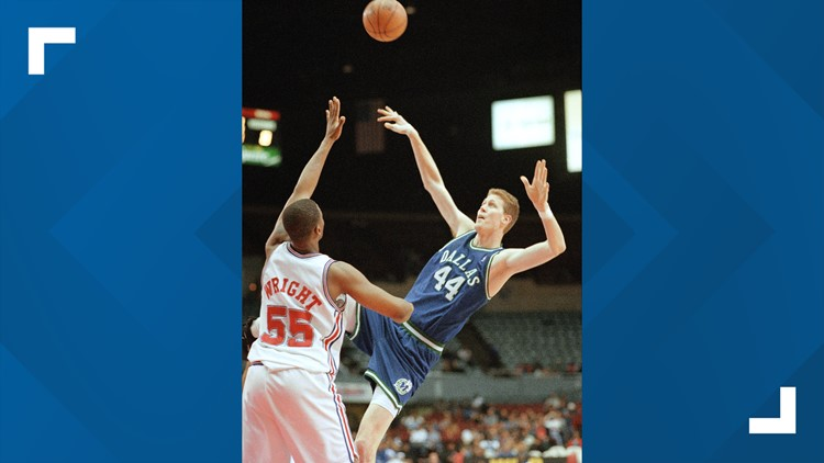 Former Mavericks center Shawn Bradley paralyzed after car strikes his bicycle